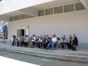 весенняя репетиция духового оркестра (выбрались на солнышко)