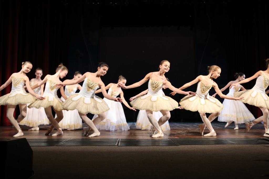 """Ансамбль классического танца """"Аллегро"""" руководитель Л.Железная. Боккерини """"Менуэт"""""""